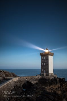 Light beam - Kermorvan lighthouse and its rotating beam Lighthouse Photos, Photos Of Eyes, Light Beam, Light Of The World, Beautiful Sunrise, Construction, Beach Look, France, Great Pictures
