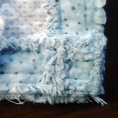 Learning how to make a crib size rag quilt is much easier when you keep these 5 key tips in mind. With the correct fabric & methods you can make a rag quilt Rag Quilt Patterns, Beginner Quilt Patterns, Quilting For Beginners, Sewing Patterns Free, Sewing Ideas, Flannel Rag Quilts, Baby Rag Quilts, Chenille Blanket, Quilted Baby Blanket