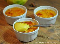 Crema catalana, un dessert dalla provenienza spagnola, ma conosciuto in tutto il mondo per la sua bontà e semplicità di preparazione.