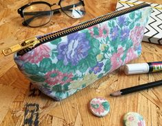 Finished off something new today; pencil cases! I played around with a few different designs but this one is definitely the winner and it looks so cute in this vintage fabric.  They will be on my stall at @northern.craft next weekend.