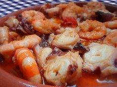 Pulpo al ajillo Gurmé Et Yemekleri Octopus Recipes, Fish Recipes, Seafood Recipes, Cooking Recipes, Unique Recipes, Fish And Seafood, Italian Recipes, Love Food, Gastronomia