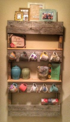 Pallet Shelves Projects My daughter's creation.a really clever way to use a pallet to make a cute coffee shelf and mug rack❤️. Pallet Crafts, Diy Pallet Projects, Home Projects, Pallet Ideas, Pallet Designs, Design Projects, Decoration Palette, Mug Rack, Palette Diy