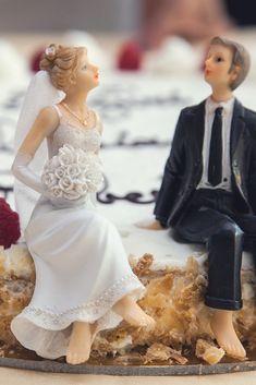 #Originálna svadobná torta z rúk nášho cukrára J. Halaja potešÍ nielen oči, ale aj chuťové bunky. Ak máte svadobnú hostinu u nás, môžete mať aj našu tortu :) #HotelMikadoNitra #HotelNitra #Nitra #SvadbavNitre #SvadbavHoteli #SvadbaMIKADO Lace Wedding, Wedding Dresses, Fashion, Red, Bride Dresses, Moda, Bridal Gowns, Fashion Styles, Weeding Dresses