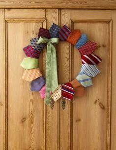 Couronne de Noël très originale avec des cravates