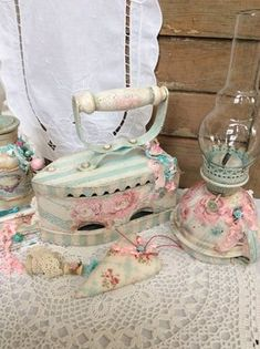 Pin by Laurie S Johnson on Shabby Chic Shabby French Chic, Shabby Chic Mode, Shabby Chic Crafts, Shabby Chic Pink, Vintage Shabby Chic, Shabby Chic Style, Decoupage, Shaby Chic, Shabby Chic Furniture