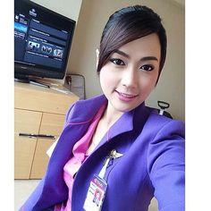 Thai Airways stewardess crewfie @tgcrew