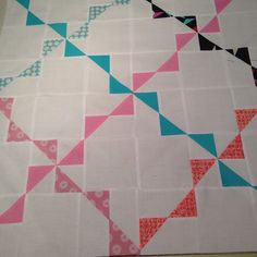 Adorable Bunting mini quilt! Use this free pattern to make a sweet little baby quilt!