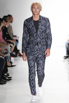 See all the Collection photos from Todd Snyder Spring/Summer 2017 Menswear now on British Vogue Male Fashion Trends, Men Fashion Show, Mens Fashion Week, Bohemian Style Men, Bohemian Fashion, Todd Snyder, Vogue, Fashion History, Paris Fashion