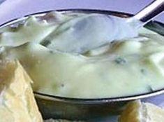 Molho Tártaro -   1 xícara (chá) de maionese  1 colher (chá) de limão  1 colher (sopa) de mostarda  2 colheres (sopa) de catchup  1 colher (sopa) de cheiro-verde  1 colher (sopa) de cebola ralada  4 colheres (sopa) de cenoura ralada 20 azeitonas pretas picadas Sal a gosto
