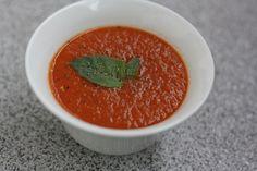 Paradajková polievka s čerstvou bazalkou