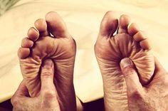 Formigamento nos Pés- 11 Sintomas de Formigamento do Pé  Formigamento nos Pés? Conheça 11 Sintomas que podem às vezes acompanhar o formigamento no pé. Descubra os Sintomas e Causas!  https://www.indicedesaude.com/artigos_ver.php?id=3564