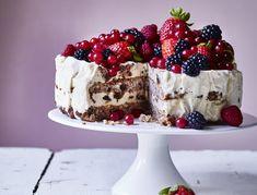 Islagkage med nøddebunde og daddelkaramel | SPIS BEDRE Pudding Desserts, Ice Ice Baby, Sweets Cake, Food Cakes, Healthy Desserts, Cake Cookies, Wine Recipes, Caramel, Sweet Tooth