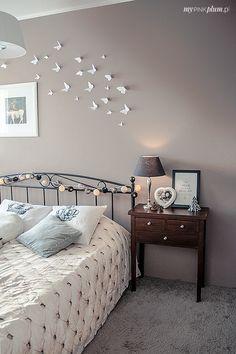 motylki na ścianie Vanity, Walls, Mirror, Pink, Furniture, Design, Home Decor, Dressing Tables, Powder Room