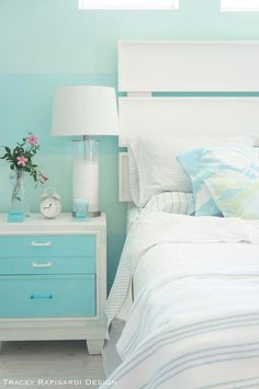 🌟Tante S!fr@ loves this📌🌟turquoise beach house bedroom Beach Bedroom Decor, Beach House Bedroom, Beach Room, Beach Cottage Decor, Home Bedroom, Master Bedroom, Bedroom Ideas, Beach Bedroom Colors, Coastal Decor