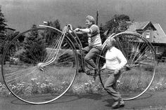 Vintage Weird Inventions – People with Their Funny Bicycles in the Past Bicycle Art, Bicycle Design, Tricycle, Weird Inventions, Antique Bicycles, Old Bikes, Cycling Art, Cool Bicycles, Vintage Bicycles