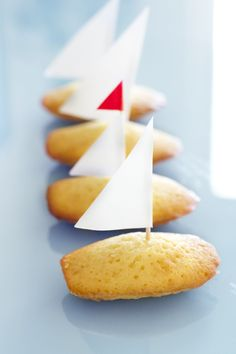 French madeleine cookies.   http://bakemyday.se/?p=4297