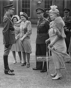 Members of the British royal family at a presentation of 36 Netherlands-bred horses to Queen Wilhelmina of the Netherlands, at Buckingham Palace, London, 31st July 1946. From second left: Princess Margaret (1930 - 2002), Princess Elizabeth (later Queen Elizabeth II), King George VI (1895 - 1952) and Queen Mary (1867 - 1953).