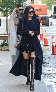 Maud Manyore Post: Kendall and Kylie Jenner steps out for lunch in Ne...