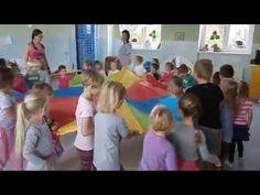 Hra s padákem - YouTube