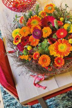 Small colourful gerberas bouquet #orangegerberas #redgerberas #inspiration #colouredbygerbera #dutchgerbera