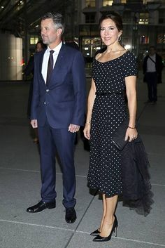 Princess Mary wore a simple polka dot dress which was cinched in at the waist with a black leather belt. She added a pair of sky-high shoes and a simple black clutch bag. Princesa Mary, Paris Outfits, Dress Outfits, Royal Fashion, Fashion Looks, Parisian Wardrobe, Mary Donaldson, Denmark Fashion, Princess Marie Of Denmark