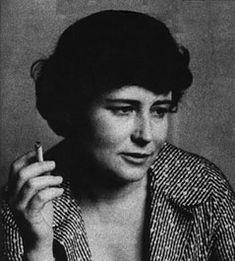 «In una società come la nostra, organizzata per favorire i conformisti, i mediocri e gli ubbidienti, la sensibilità e la capacità di percezione straordinarie dell'eroe, o del protagonista, finiscono per essere un impedimento». Doris Lessing