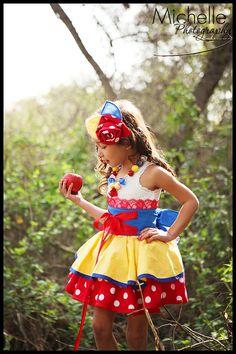 Snow White había inspirado vestido en traje de delantal,