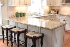 White U-shaped kitchen with peninsula