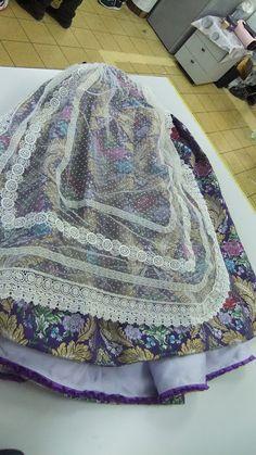 ENTRE TELAS Textiles, Academia, Aprons, Fabrics, Dressmaking, Textile Art, Cloths