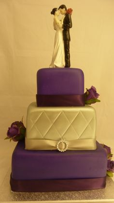 I love purple! Simple wedding cake