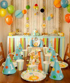 Deko zum 1. Geburtstag mit Zootieren und bunten Farben