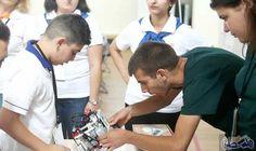 طالبان أرمينيان يكتشفان روبوت يمكنه الدوران والبحث…: صمم الطالبان الشقيقان رفائيل (18 عامًا) وساهاك ساهاكيان (14 عامًا) في إحدى المدارس…