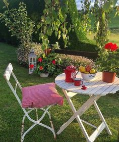 Shared by Find images and videos about retro, picnic and cottage on We Heart It - the app to get lost in what you love. Nature Aesthetic, Summer Aesthetic, Aesthetic Girl, Fuerza Natural, Cottage In The Woods, Outdoor Furniture Sets, Outdoor Decor, Beautiful Places, House