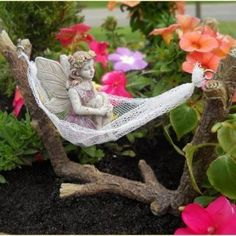 Fairy Garden Hammock, not my favorite material...but the idea is amazing and totally DIY-able.