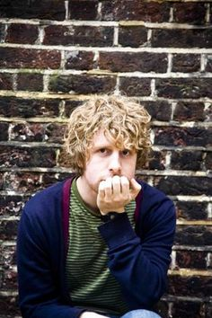 Josh Widdicombe (BA Hons Linguistics and Sociology celebrated stand up… British Humor, British Comedy, British Actors, Uk Comedians, Stand Up Comedians, Curly Hair Men, Curly Hair Styles, Funny People, Funny Guys