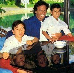 #IglesiasFamily Young Enrique Iglesias to the left