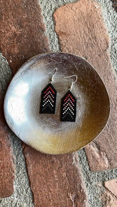 Chubbeadrings Mysterious Black Grading Pink Elegant Beaded Earrings By Chubbeadrings by chubbybeadedearrings on Etsy Seed Bead Patterns, Beading Patterns, Beading Ideas, Etsy Earrings, Beaded Earrings, Mysterious, Seed Beads, Christmas Bulbs, Mystery