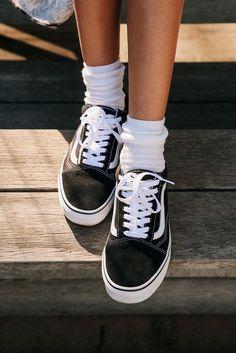 I love these Vans & it's so cute with these white socks! Vans Old Skool Platform Sneaker Vans Sneakers, Yellow Sneakers, Platform Sneakers Outfit, Sneaker Heels, Cute Shoes, Me Too Shoes, Women's Shoes, Basket Vans, Platform Vans
