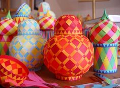 Make woven paper balls, hot ait balloons and onion jars Kids Crafts, Ramadan Crafts, Diy And Crafts, Craft Projects, Projects To Try, Arts And Crafts, Ramadan Activities, Craft Ideas, Diy Paper