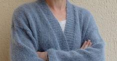 Un nuage doux... Cette petite veste inspirée de différents modèles pour être ré-interprétée par Tricolyne de la manière la plus simple. ... Pullover, Simple, Sweaters, Fashion, Dressmaking, Sweater Knitting Patterns, Cloud, Moda, Fashion Styles