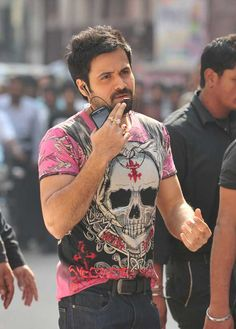 I want that T-shirt badly #EmraanHashmi