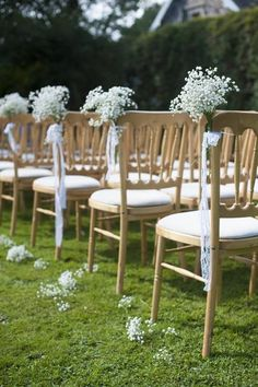 Nápad na cestičku s květinami k oltáři..