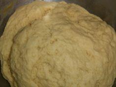 Hier ein Grundrezept für einen Low Carb- Hefeteig. Man kann diesen als Grundlage für Obst-Kuchen, Brötchen, Hefezöpfe verwenden.