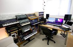 Gregor Tresher (OFFICIAL) shows us the highlights of his incredible Frankfurt studio.