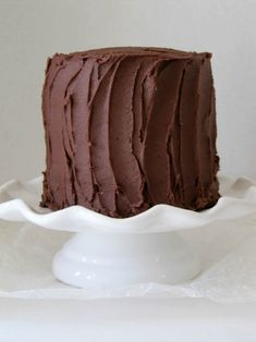Chocolate cake is one of my favorite desserts, especially if it has lots of creamy frosting and the cake is fudgy and moist. THIS CAKE IS MY FAVORITE! Best Chocolate Cake, I Love Chocolate, Pinterest Recipes, Christmas Desserts, Let Them Eat Cake, Frosting, Cheesecake, Candy, My Favorite Things