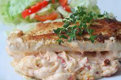 Lunchtips : Paprika- och ostfylld kycklingfile med en krispig grönsallad. Går alldeles utmärkt att servera tillsammans med klyftpotatis. Per portion : 1 kycklingfile salt 3 msk finhackad paprika 3 msk philadelphiaost salt och ev lite sambal oelek Smör att steka i. Äter ni inte LCHF så kan ni byta sambal … Läs mer