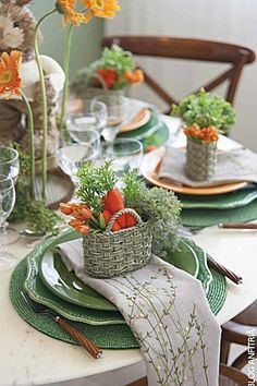 Clever Easter or Spring baskets to complete the table setting filled with carrots and greens ~ LOVE it so much! Clever Easter or Spring baskets to complete the table setting filled with carrots and greens ~ LOVE it so much! Table Orange, Decoration Evenementielle, Easter Table Settings, Tea Table Settings, Beautiful Table Settings, Table Arrangements, Flower Arrangements, Easter Party, Deco Table