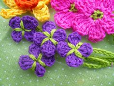 Wow! Check out the colors! Pinspiration only. bouquet | by teje que te teje maru. ﻬஐCQஐﻬ #crochet #spring #crochetflowers #flowers  http://www.pinterest.com/CoronaQueen/crochet-leaves-and-flowers-corona/
