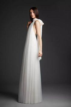 Estilo Meghan Markle, Minimal Wedding Dress, Second Wedding Dresses, Designer Wedding Gowns, Wedding Dress Shopping, Look Chic, Couture Dresses, Bridal Style, Bridal Gowns