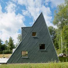 Leo Qvarsebo designs himself a triangular  summer house in the Swedish countryside